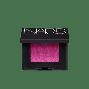 Semaine tastemaker Paris Hilton wears domination eyeshadow by Nars