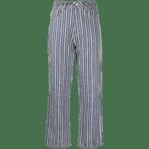 Semaine tastemaker Sigrid wears her Ganni jeans